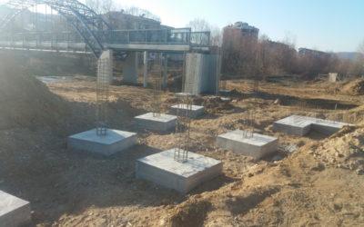 Се градат пристапните рампи на пешачкиот мост во Делчево