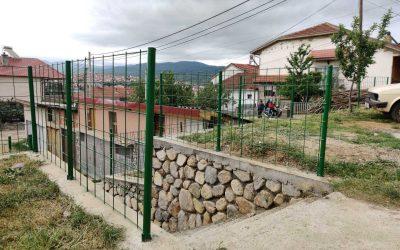 Поставена ограда за поголема безбедност во населбата Расадник