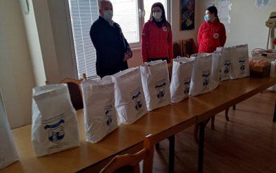 Прехранбени пакети од Општина Делчево за ромски семејства