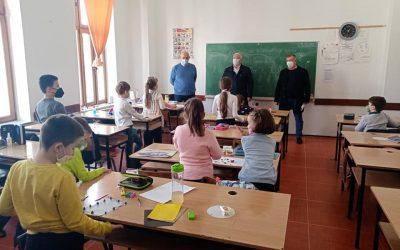 Градоначалникот Трајковски во посета на делчевските училишта