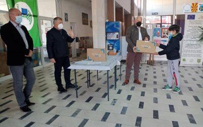 Дистрибуирана донацијата од лаптопи до основните училишта во Делчево